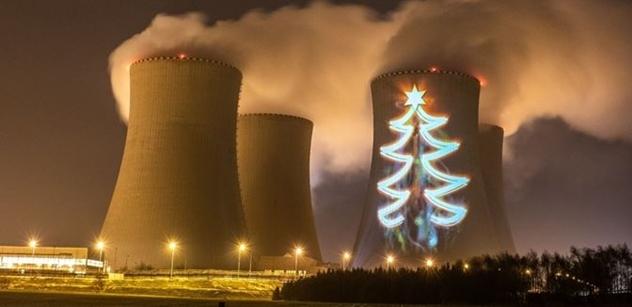 ČEZ: Nejvyšší vánoční stromek rozsvítili v Temelíně
