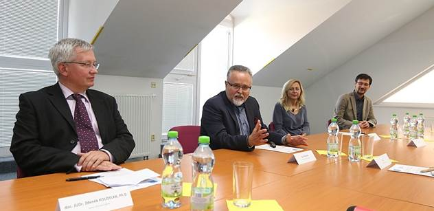 Odklon od Zemanovy politiky ČSSD zničil. Právník Koudelka sepsal návod, co musí strana pro návrat na vrchol udělat