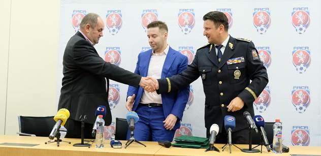 Policejní prezident podepsal dohodu se zástupci FAČR a LFA