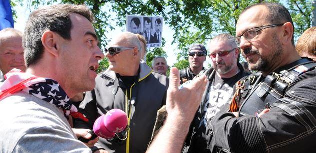 Protiputinovský aktivista Uhlíř, kterého včera odvedla policie, promluvil: Nejhorší nebylo setkání s Foldynou, ale to, co jsem se dozvěděl v policejním antonu...