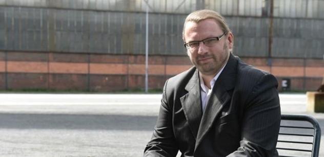 """SPD a Piráti v sobě: Lubomír Volný zase někoho """"vyprudil"""". Teď už se ale něco stane"""