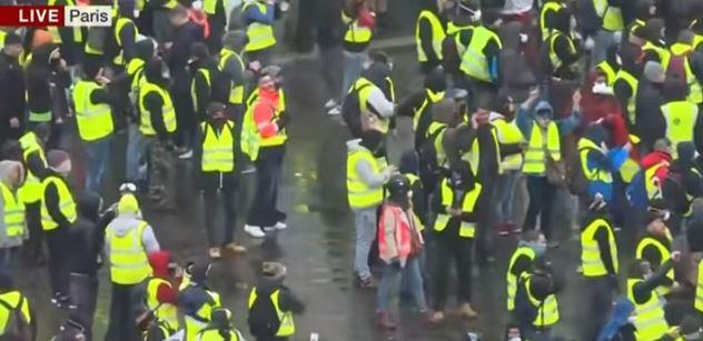 Macrone, odstup! Pět tisíc lidí si opět obléklo žluté vesty a vyrazilo do ulic Paříže