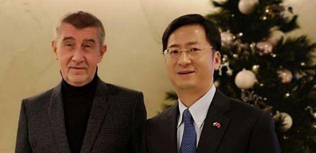 Premiér Babiš mírnil  slova o nebezpečných čínských mobilech. Vaše firmy tu vítáme, ujistil velvyslance
