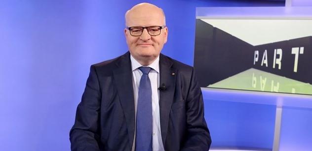 Čtenáři předložili ministru Danielu Hermanovi obsah textů Radka Bangy. Ten je označil za nevhodné