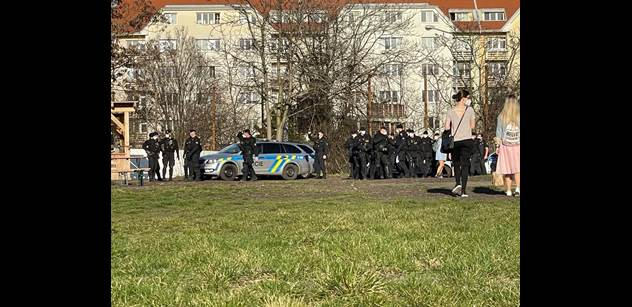 Schovali se do mrazáku. Studenti v Praze utíkali před policií. Dvakrát za den. Žižkov a Vinohrady dlouho nezažily
