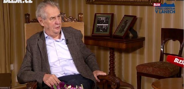 Skupina hlupáků, uhodil prezident Zeman. A pak mluvil o tom, jak kybernetický úřad oklamal vládu kvůli čínským mobilům