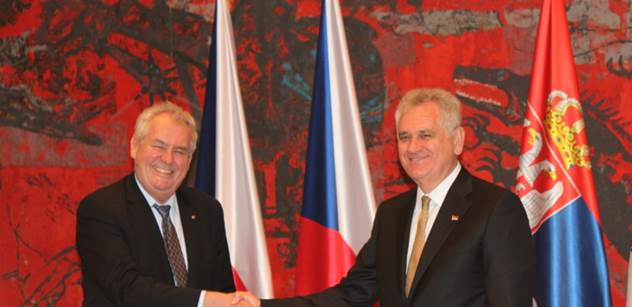 FOTO Zeman přijel do Srbska. Takto ho přivítali