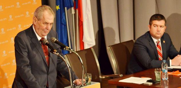 Prezident Zeman chce v květnu volit ČSSD. Možná je tam nějaká zákulisní rivalita s Babišem, řekl přímo na sjezdu pro PL politolog Jelínek