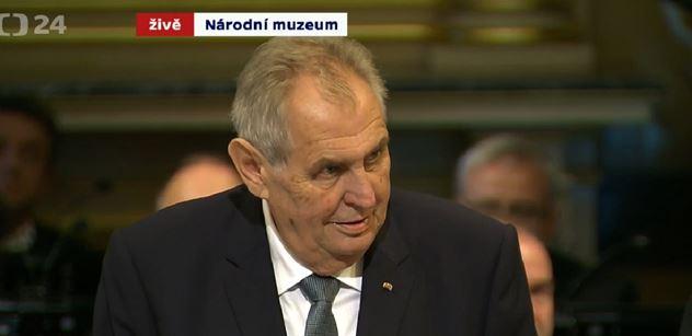 Hanba! Historik, který narušil znovuotevření Národního muzea, dál pálí do Zemana
