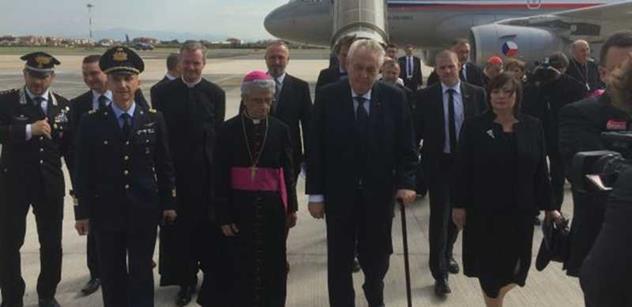 Studenti gymnázia z Velehradu se setkali s papežem, ředitele školy k němu ale nepustili