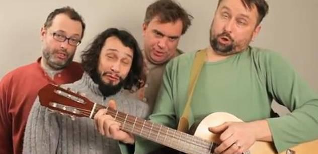 Herci ztrapňují Zemana sprostou parodií lidové písně. A nejen tou