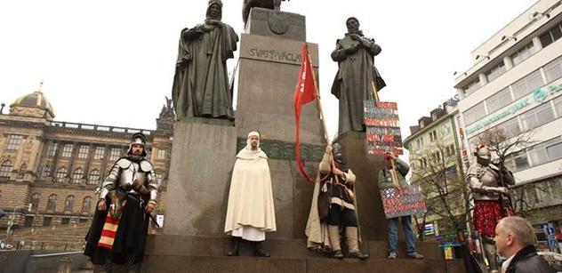 Holešovská výzva znovu útočí: Půjdem na Hrad, na radnice, nakopem je do zadnice