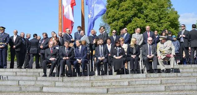 Premiér Sobotka uctil v Terezíně památku obětí druhé světové války