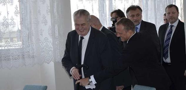 Útok na Zemana: Muž na prezidenta na veřejné akci hodil rajče