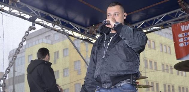 Tomáš Ortel zrušen: Čůrají mu na auto, řežou mu gumy. A mladý umělec-odpůrce, ten trpěl jinak