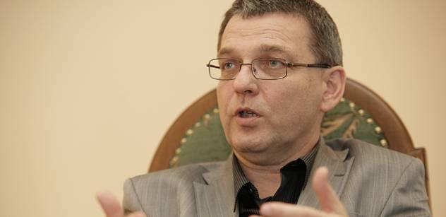 Zaorálek (ČSSD): Příště snad vyznamenáme pana Bartáka za jeho novátorský přístup kženám