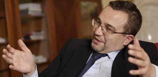 Ministr Dobeš: Školné by mohlo být deset tisíc za semestr