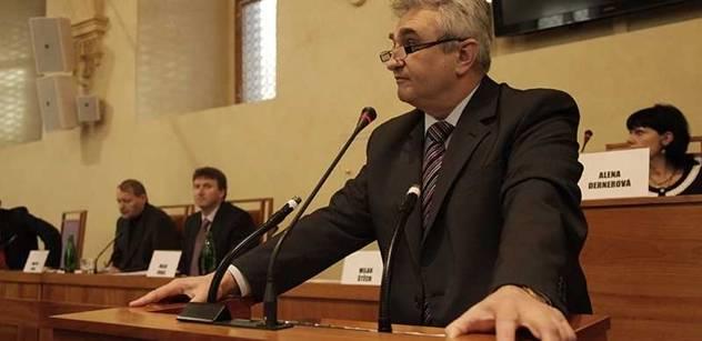 ČSSD by v Senátu neměla ohrozit hlasování o přímé volbě, slíbil Štěch