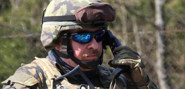 Armáda je v troskách. 4500 vojáků a čtyřikrát více úředníků. Stropnický to schytal zleva i zprava