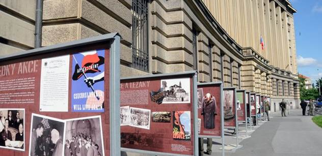 75. výročí atentátu na Reinharda Heydricha připomíná výstava před Generálním štábem