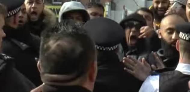 Zbabělci. Ignorují islám, nechávají přicházet další a další muslimy! Wilders a další po masakru v Londýně zuří
