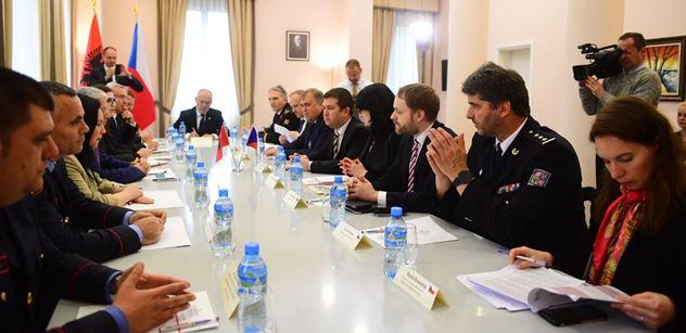 Neprojdou! Hamáček pro PL z Albánie o nelegálních migrantech