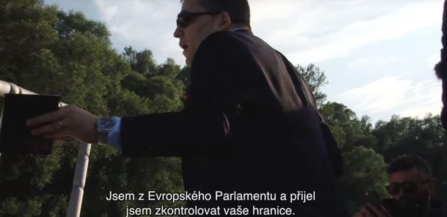 """Mimořádné VIDEO z Bruselu: """"Český europoslanec udělal fatální chybu. Co to jako bylo, co to mělo znamenat s těmi policajty? Co to na tý nahrávce předvádí?!"""""""