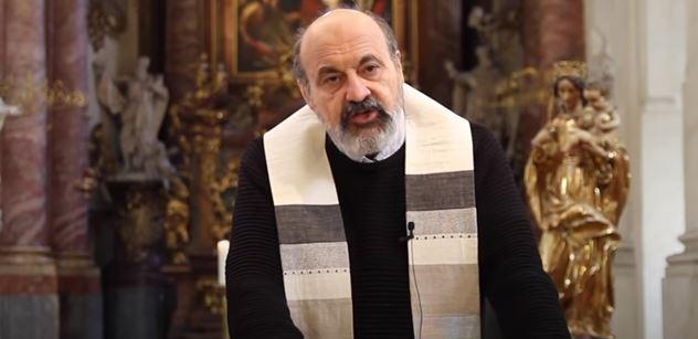 Tomáš Halík volá kněží do první linie. Mají předvést obětavou lásku