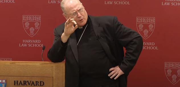 Biden hájí usmrcování těch nejslabších, naznačil americký kardinál