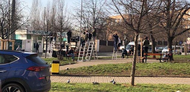 """""""Stovky lidí. S chlastem v ruce, bez roušek, policajti stáli za rohem a kecali!"""" Neskutečné FOTO ze stadionu Bohemky z tohoto víkendu"""
