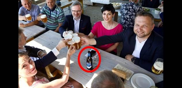 """""""Tvl. Fiala s tou kráskou z TOPky přišli do pivovaru a dali si birell! Šlechta v saku, musel jsem odejít!"""" Svědek o kampani SPOLU v Telči"""