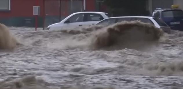 VIDEO Sever Česka bojuje s vodou. Nebezpečí pro další okresy