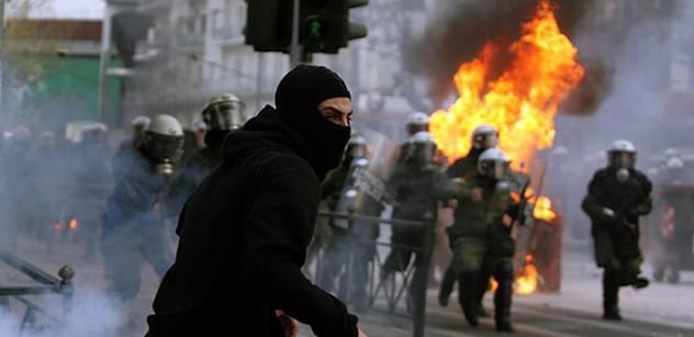 Řecko bylo v podstatě přepadeno a oloupeno, říká sociolog Hampl. EU se prý ke všem chudým zemím chová bezohledně a arogantně