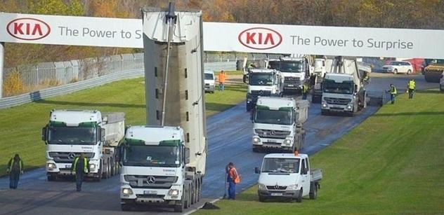 Autodrom Most: Na závodním okruhu pokračuje výměna asfaltového povrchu