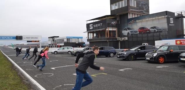 Autodrom Most: Autoshow a nový asfalt na dráze přilákaly tisíc motoristických nadšenců