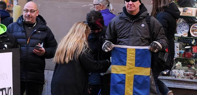 Najednou lidi začali křičet... Terorista najel ve Švédsku s autem do obchoďáku