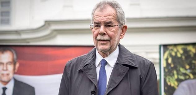 Všechny ženy budou nosit muslimské šátky! Nový návrh zeleného prezidenta Rakouska