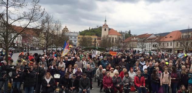 Skálová: Prezident Zeman v Sedlčanech: Pískot je řečí ptáků