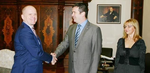 Předseda Poslanecké sněmovny jmenoval Adolfa Beznosku novým členem Kolegia NKÚ