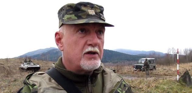 """Chodíte k ČT jako ke krmelci. Že se nestydíte. Že jsem """"lampasácký ksindl""""? 38 let jsem byl v armádě, varuji! říká generál Hynek Blaško"""