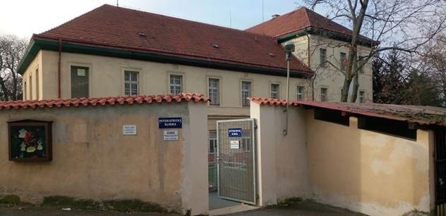 Zakázku na rekonstrukci posluchárny pražské psychiatrie získala firma, kterou řídí syn tamní vrchní sestry