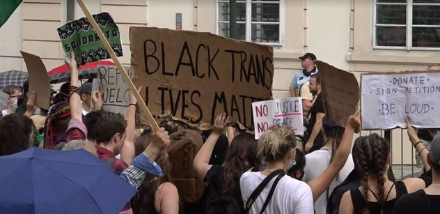 """""""Na bílých životech nezáleží. Stejně jako na bílých,"""" padlo od britské pedagožky. Univerzita se jí zastala"""