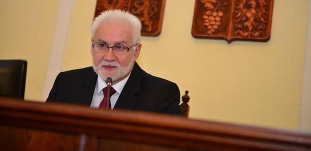 Hejtman Šimek: Děkuji všem, kteří o víkendu pracovali, aby se ochranné pomůcky dostaly do potřebných míst