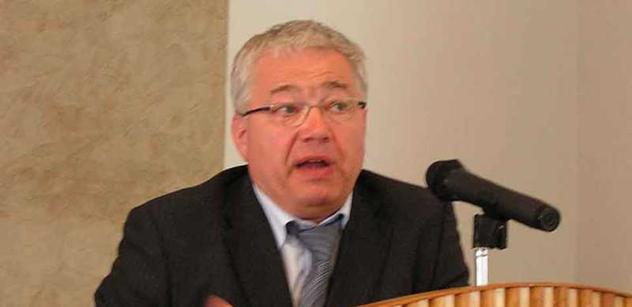 Březina: Dohoda ACTA. Hlasy o šikanování občanů jsou šířením poplašné zprávy