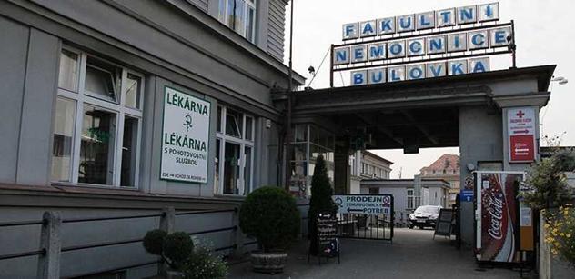 Nemocnice Na Bulovce přijala dar v podobě inkontinenčních pomůcek TENA
