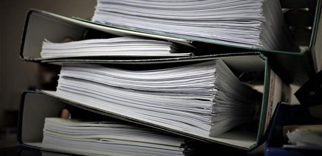 Liberální institut: V ČR stráví průměrná malá firma papírováním 223 hodin ročně