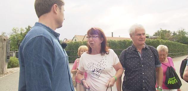 VIDEO Pražáci zasraný, zloději! Špiněj Babiše! nadávali mladému muži z ČT. A po vysílání ještě přituhlo