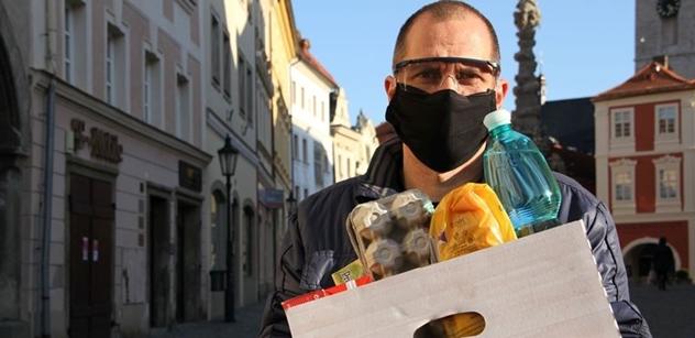 Česká krajina zahájila rozvoz nákupů pro seniory, kterým vláda doporučila nevycházet