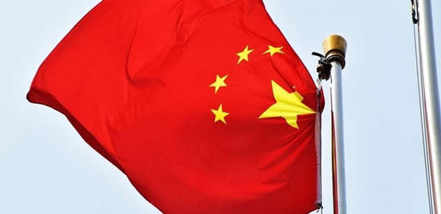 Čína přišla s vlastní teorií o koronaviru: Proč mají USA po světě tolik laboratoří?