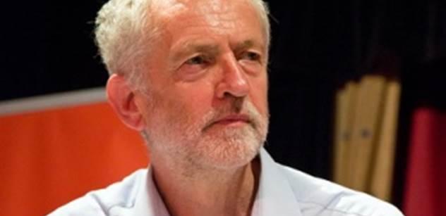 Mayová si v parlamentu utahovala z Corbyna kvůli aféře s StB